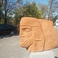 Արձան Էրեբունի Թանգարանի բակում.jpg