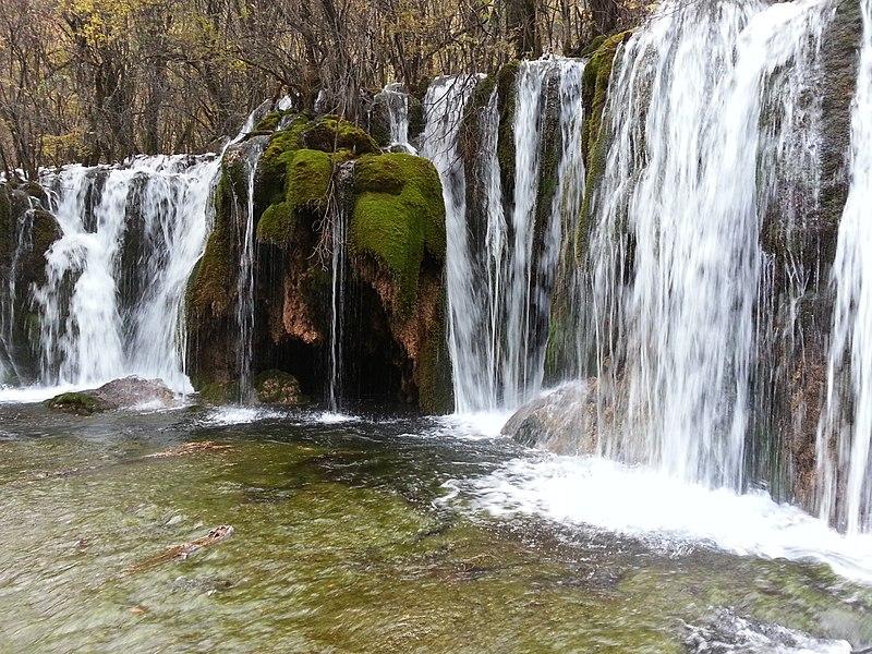 File:箭竹海瀑布 九寨沟 Jianzhu sea waterfalls - panoramio.jpg