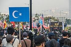 香港市民舉住藍色星月旗集會聲援維吾爾人.jpg