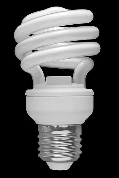 Энергосберегающие лампы - какие лучше и выгоднее? 401px-02_Spiral_CFL_Bulb_2010-03-08_%28black_back%29
