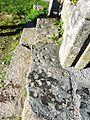 06 Sainte-Marie du Ménez-Hom Cupules sur une dalle de schiste réemployée Trace probable d'un culte préchétien.JPG