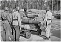 12″ railway gun projectile and propelling charges (SA-kuva 137855).jpg