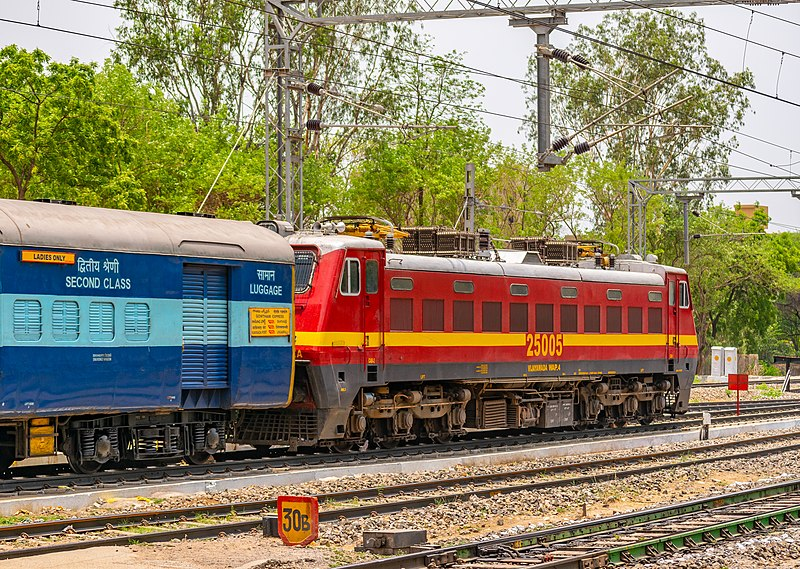 File:12738 Gowthami Express 13052018.jpg