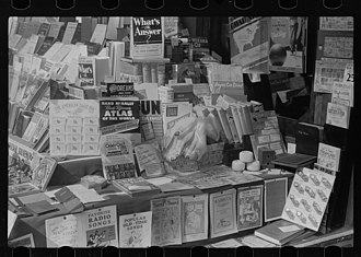 Books in the United States - Image: 1940 bookshop Chicago 8a 06706v