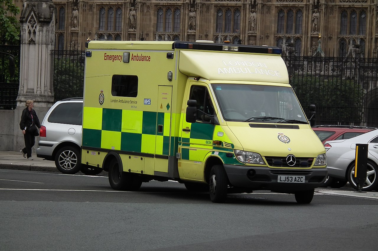 File 2003 mercedes benz sprinter 416 cdi ambulance for Mercedes benz sprinter service locations