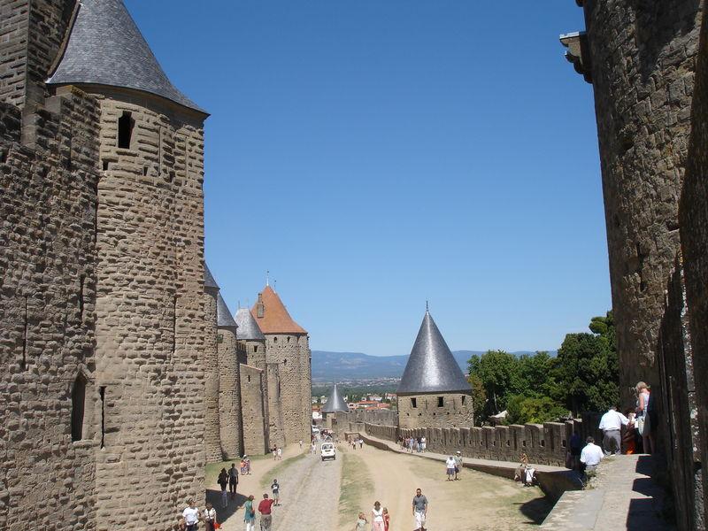 Fichier:2005-08-24-Carcassonne-La lice2.jpg