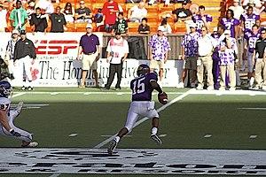 Quarterback scramble - A quarterback scramble in the 2007 Hawaii Bowl.