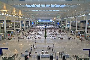 Shanghai Hongqiao Railway Station - Waiting hall