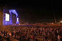 2013 Woodstock 143 duża scena nocą.jpg