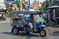 2016 Bangkok, Dystrykt Phra Nakhon, Ulica Chakrabongse, Tuk-tuk.jpg