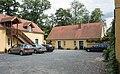 2016 Folwark w Łomnicy, druga stodoła w parku.jpg