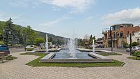 2016 Mccheta, Plac z fontanną (02).jpg
