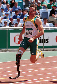 241000 - Athletics track Neil Fuller action - 3b - 2000 Sydney race photo.jpg