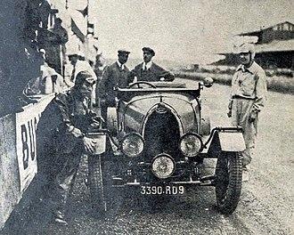1930 24 Hours of Le Mans - Image: 24 Heures du Mans 1930, la Bugatti T40 de Mmes Mareuse et Siko, septièmes