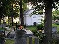 4 Kościelec cmentarz - nagrobek z k. XIX w., kaplica (26.VI.2006).JPG