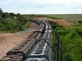 A esquerda, comboios parados sentido Boa Vista na Variante Boa Vista-Guaianã km 229-230 em Indaiatuba. À direita, comboio que passava sentido Guaianã. - panoramio.jpg