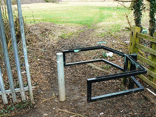 Access point to country park, Greenvale Avenue, Elmdon - geograph.org.uk - 1770027
