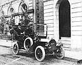 Adélard Turgeon en automobile.jpg