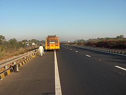 La National Highway nº 8 nel tratto tra Ahmedabad e Vadodara