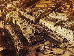 Luftaufnahme Alexanderplatz 1912 [Public domain], via Wikimedia Commons
