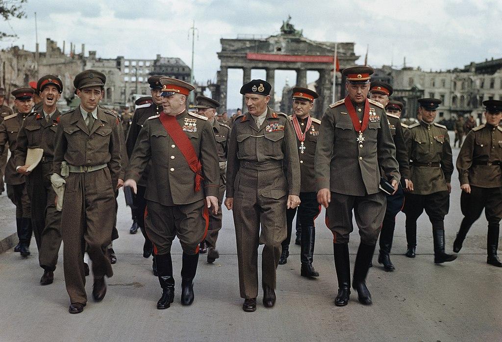 モントゴメリー元帥、ブランデンブルク門、ベルリン、1945年7月12日