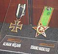 Alman nişanı ve Osmanlı madalyası.JPG