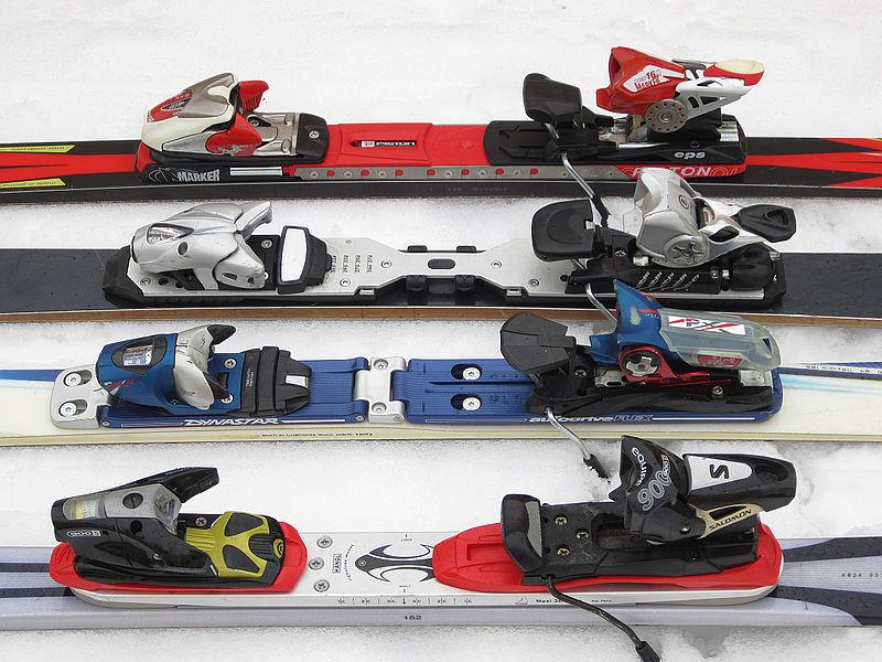 File:Alpine ski binding plates 01.jpg