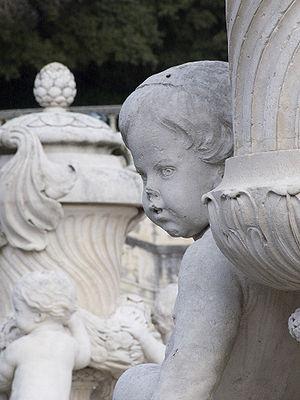 Photo de l'ange de la nymphéa jardins de la fontaine à Nîmes
