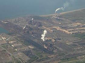 Das Kohlekraftwerk im Hintergrund, vorgelagert Arcelor Mittal Burns Harbor