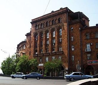 Mashtots Avenue - Image: Armenian architectural characteristics, Mashtots Avenue building in Yerevan, 2009