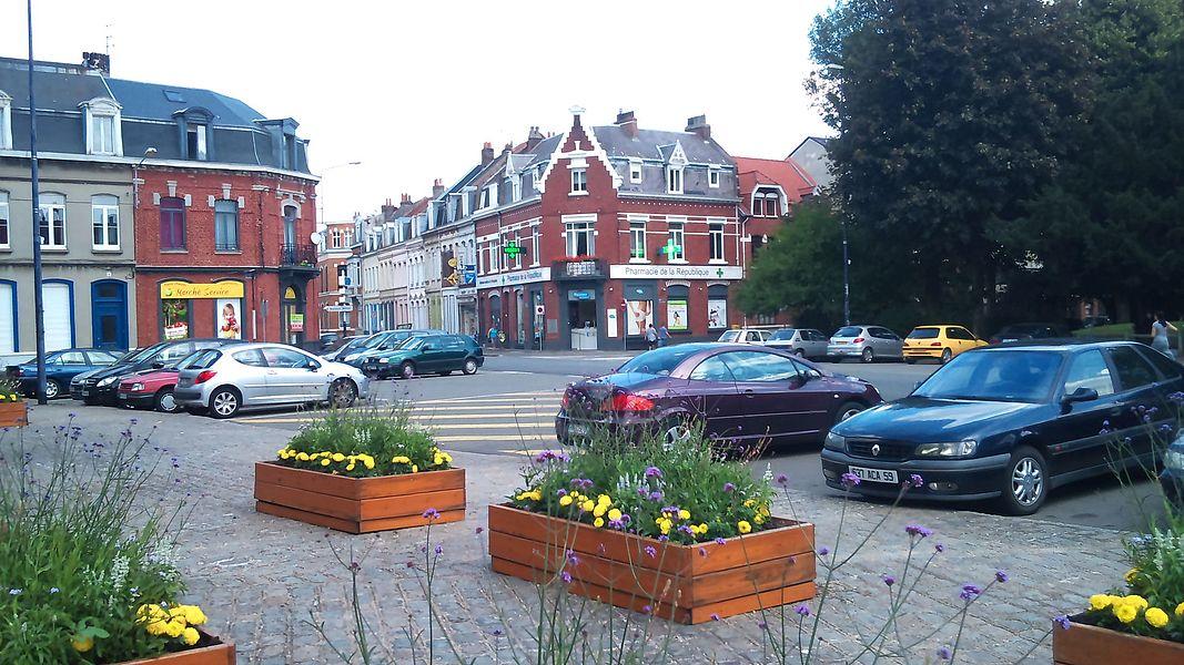 Armentières - Naissance de la rue Sadi-Carnot place de la République.