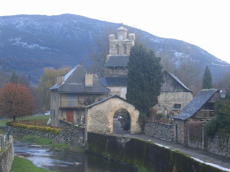 Église au centre du village