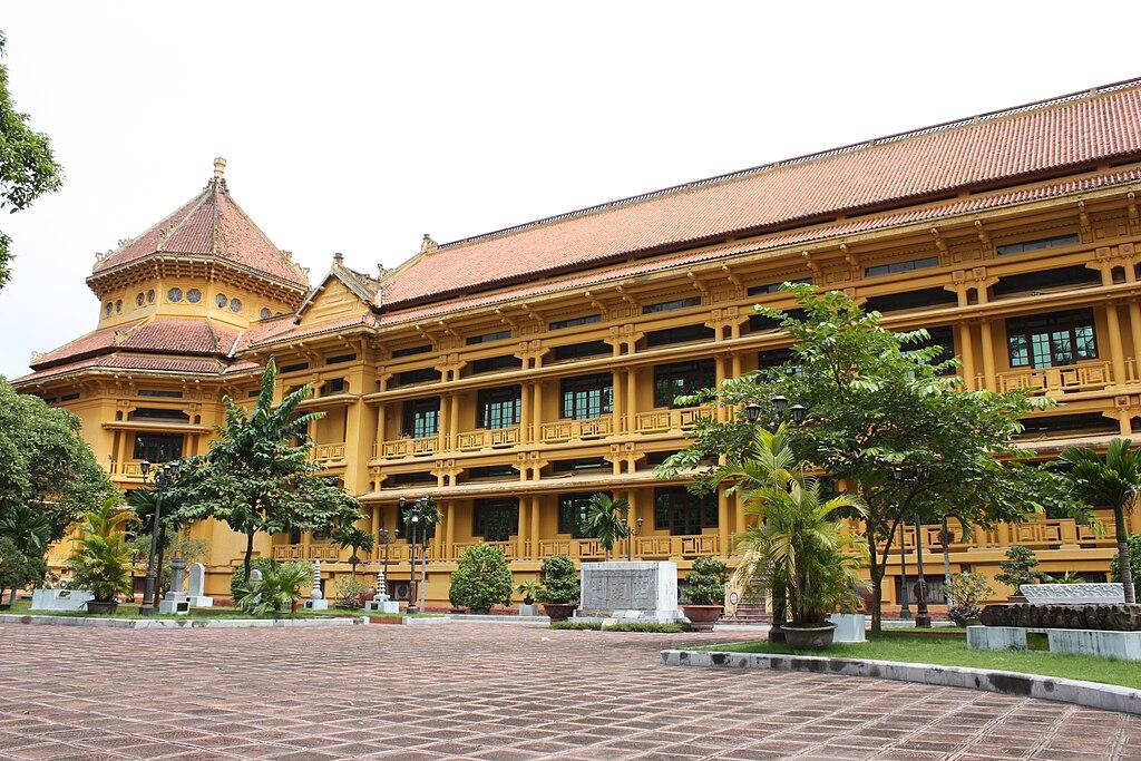 Batiment du Musée d'histoire vietnamienne à Hanoi.