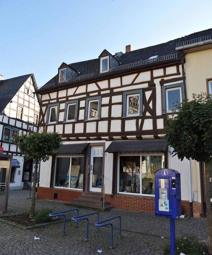 File:Bad Camberg, Marktplatz 1.jpg