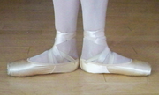 Ballet feet 1st position.png