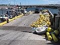 Bateaux de pêche accostés et bouées jaunes, au quai de Carleton-sur-Mer - panoramio.jpg