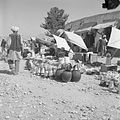 Bazar - naczynia z blachy i starych opon - Almār - 001254n.jpg