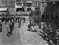 Bezoek Franse president René Coty en diens echtgenote aan Amsterdam, kransleggin, Bestanddeelnr 906-6072.jpg