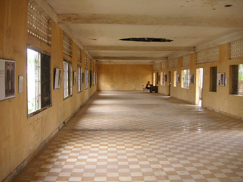 ファイル:Big Room Tuol Sleng.jpg