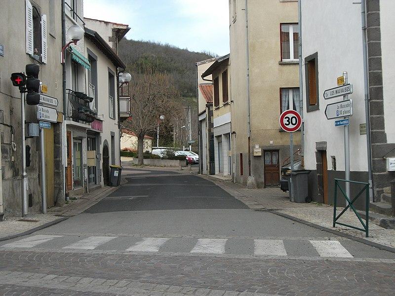 Departmental road 796 towards Les Mauvaises hamlet, in Blanzat, Puy-de-Dôme, Auvergne, France. Elevation: 395m/1,296ft