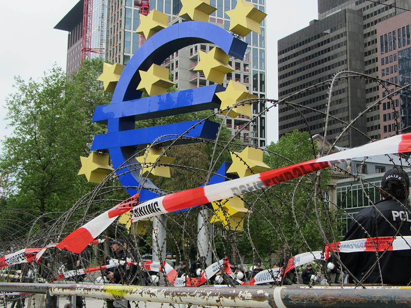 File:Blockupy 2013 Schutz EZB1.jpg