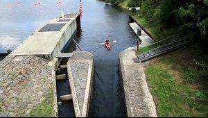 File:Bochum - Kemnader Straße - Kemnader See - Stauwehr - Bootsgasse (Stauwehrbrücke) (0) 06 ies.ogv