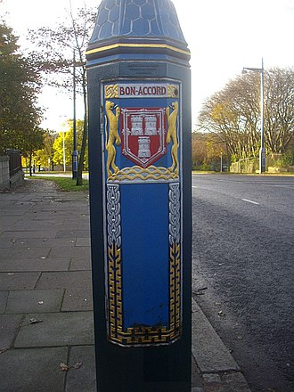 Coat of arms of Aberdeen - The arms displayed on a lamp-post at the Great Southern Road