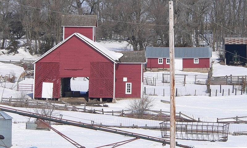 File:Bonderson Farm crib barn and cow shed.JPG