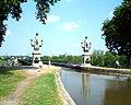 Briare canal-bridge 25may2001.JPG