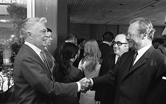 Viktor de Kowa - De Kowa received by Chancellor Willy Brandt, Bonn, 1971