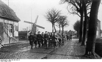 Wervik - Germans coming from Wervik marching to the front