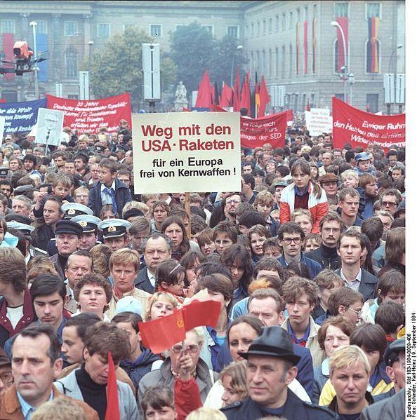 File:Bundesarchiv Bild 183-1984-0909-406, Berlin, OdF-Kundgebung.jpg