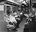 Bundesarchiv Bild 183-55802-0001, Berlin, U-Bahn, Zeitungslektüre zur Abschaffung der Lebensmittelkarten.jpg