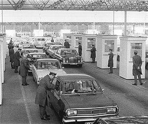 Checkpoint Bravo - Image: Bundesarchiv Bild 183 L0331 0005, Potsdam, Grenzübergang Drewitz Dreilinden